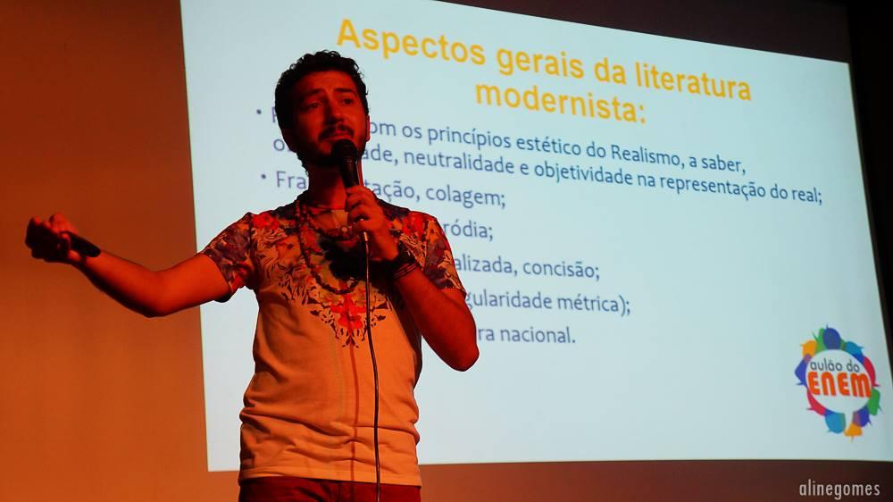 Foto tirada durante aula de literatura no Aulão do ENEM. - Prof. Paulo Moura